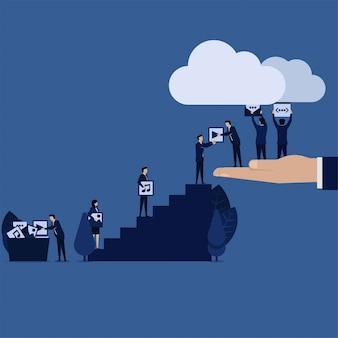 Geschäftsteam laden inhaltsmedienweb zur wolke hoch.