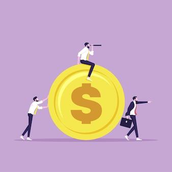 Geschäftsteam zieht große münze mit geschäftsmannführer