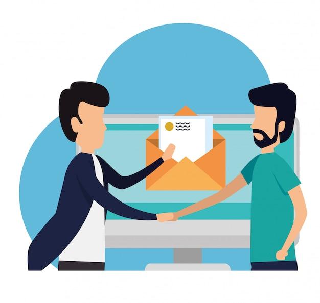 Geschäftsteamwork mit buchstabecomputermeldung