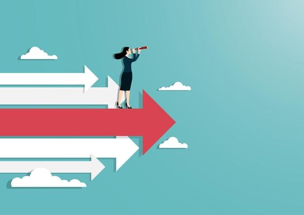 Geschäftsvision und ziel, eine geschäftsfrau, die ein fernglas hält, das auf rotem pfeil oben steht, gehen zum erfolg in der karriere. konzeptgeschäft, leistung, charakter, anführer,