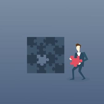 Geschäftsmann lösen Puzzle