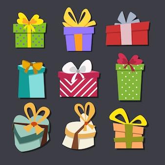 Geschenkboxen mit bändern.
