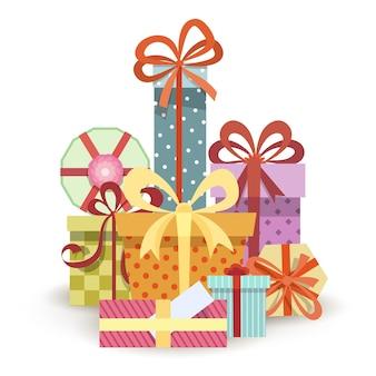 Geschenkboxen stapeln. großer haufen verschiedener geschenke.