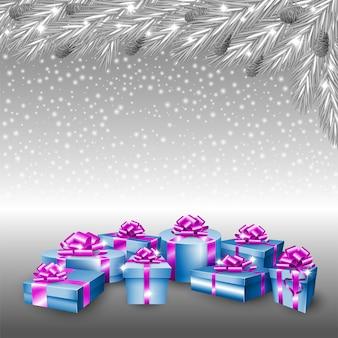 Geschenkboxen und silberner weihnachtsbaum
