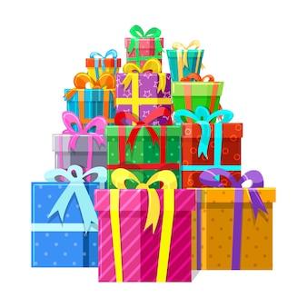 Geschenke oder geschenkboxen stapeln sich