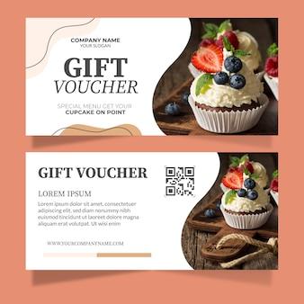 Geschenkgutscheinvorlage mit kuchenfoto