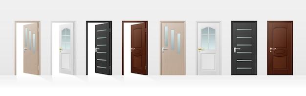 Geschlossene und offene eingangshaus- und zimmertürikonen, realistisch lokalisiert auf weißem hintergrund. gebäudeinneres und äußeres architektonisches element. vektor-illustration