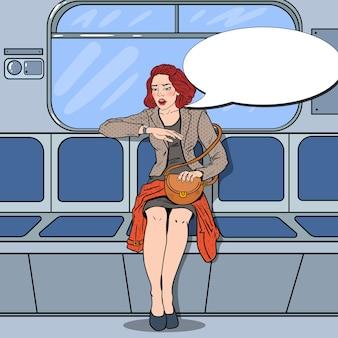 Gestresste frau, die mit der metro reist