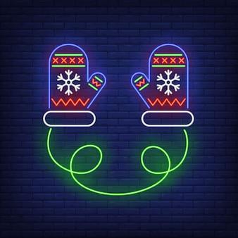 Gestrickte handschuhe mit schneeflockenverzierung in der neonart