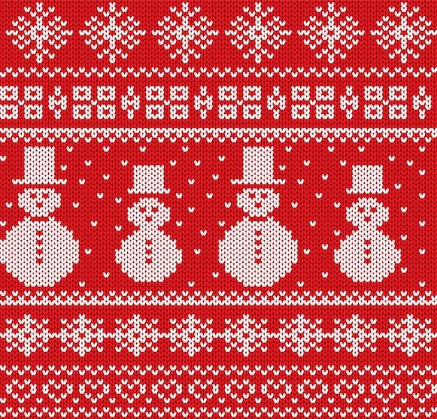 Gestrickter weihnachtshintergrund mit schneemännern und schneeflocken. geometrisches nahtloses strickmuster.
