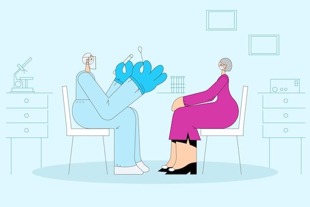 Gesundheitswesen und medizinische tests während des covid-19-ausbruchskonzepts. krankenschwester der medizinischen arbeiterin, die persönliche schutzausrüstung trägt, die ältere frau unter verwendung des teststabes auf coronavirus prüft