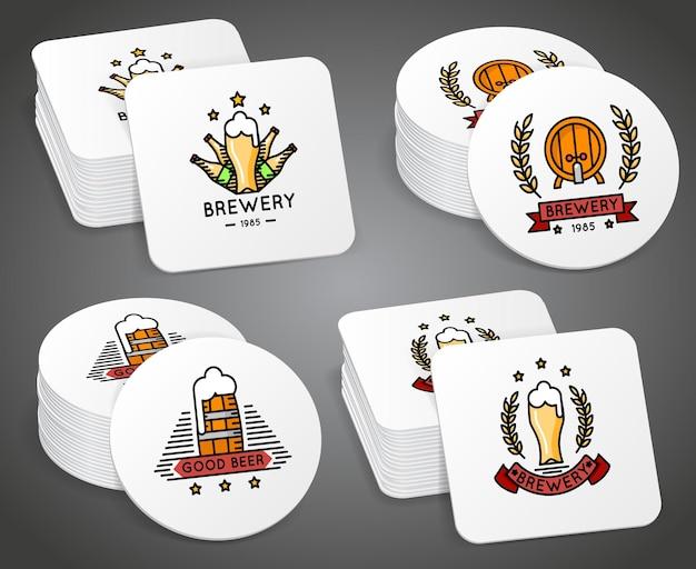 Getränkeuntersetzer mit bieretiketten gesetzt. bierachterbahn mit logo, illustration