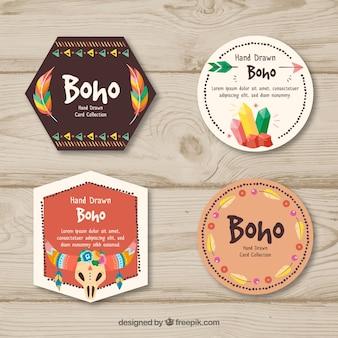 Gezeichnete art boho-kartensammlung in der hand
