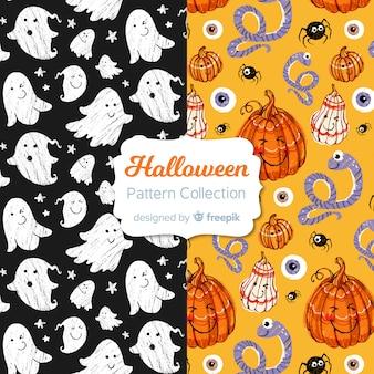 Gezeichnete art der halloween-mustersammlung in der hand