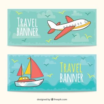 Gezeichnete art der reisefahnen in der hand