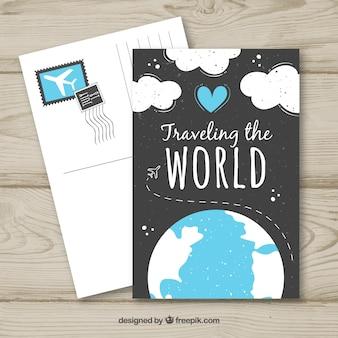 Gezeichnete art der reisepostkarten-schablone in der hand