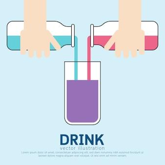 Gießen von wasser aus der flasche in glas zum trinken.