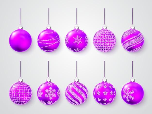 Glänzend leuchtende weihnachtskugeln. weihnachtsdekoration