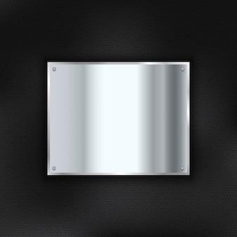 Glänzende metallplatte auf einem leder-textur-hintergrund