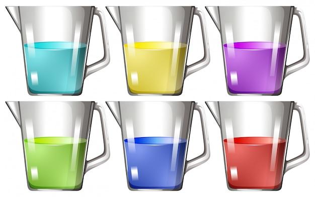 Glasbecher mit farbiger flüssigkeit