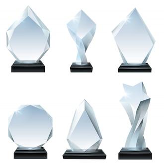 Glaspokalpreis. acrylpreise, kristallförmige trophäen und transparentes realistisches set mit glasigem brett