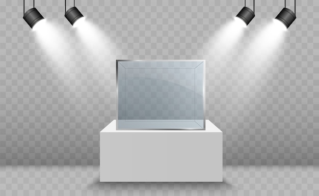 Glasvitrine für die ausstellung in form eines von scheinwerfern beleuchteten würfels. museum glasbox isolierte werbung.