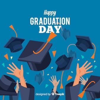 Glückliche Studenten mit dem flachen Design feiern Abschluss