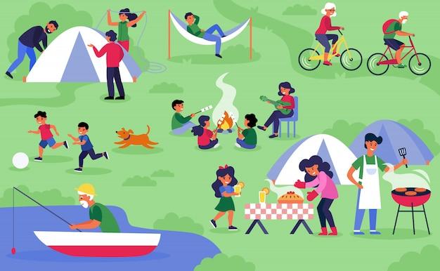 Glückliche abwechslungsreiche touristen, die auf natur kampieren