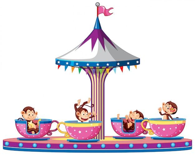 Glückliche affen, die die tassen im zirkus reiten