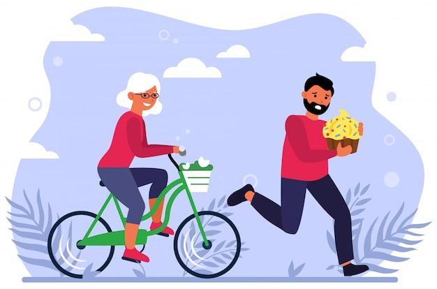Glückliche alte frau, die fahrrad fährt