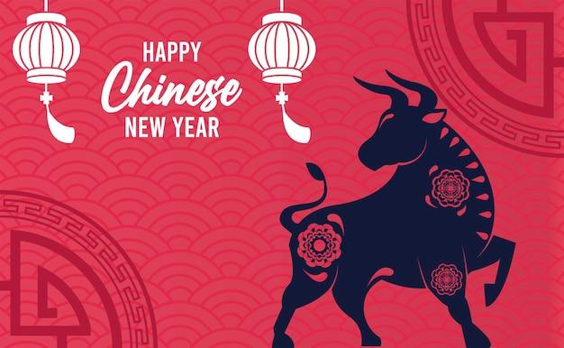 Glückliche chinesische neujahrsbeschriftungskarte mit ochsen- und laternenillustration