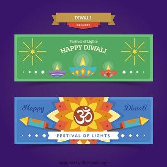 Glückliche diwali banner mit lampen und raketen