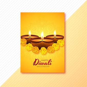 Glückliche diwali grußkarte verziert mit kerzen und blumen