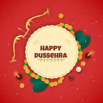 Glückliche dussehra-schrift über kreisförmigen rahmen verziert mit blumengirlande, goldenem bogenpfeil, apta-blättern und beleuchteter öllampe (diya) auf rotem mandala-hintergrund.