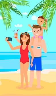 Glückliche familie am tropischen strand. eltern mit kind