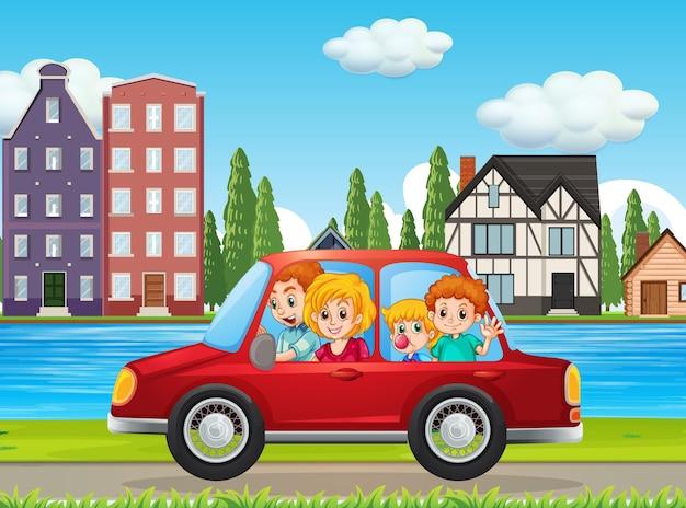 Glückliche familie, die in der stadt mit dem roten auto reist