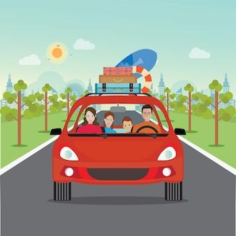 Glückliche familie, die in rotes auto am wochenendenfeiertag fährt