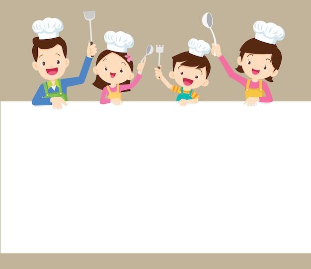 Glückliche familie, die mit leerem hintergrund kocht
