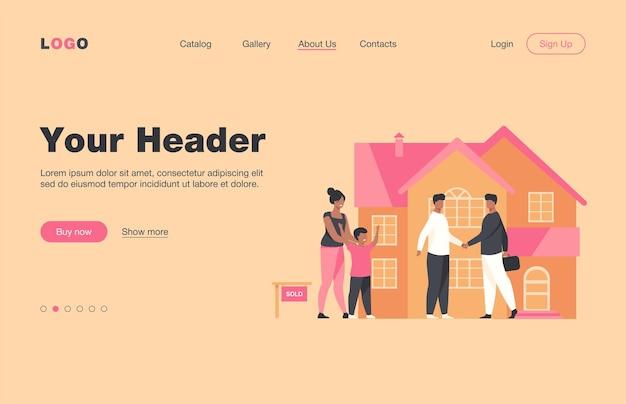 Glückliche familie mit kind, das neues haus kauft. sohn, haus, hypothek wohnung landing page. immobilien- und unterkunftskonzept für banner, website-design oder landing-webseite