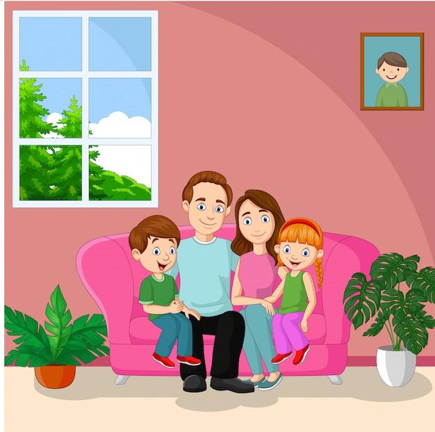 Glückliche familie sitzt auf dem sofa