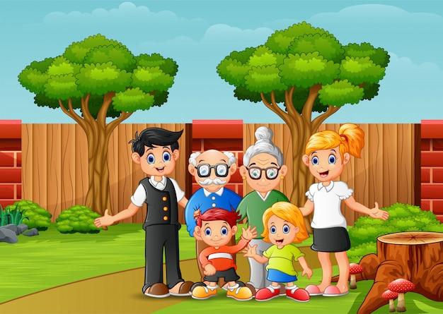 Glückliche familienmitglieder im stadtpark