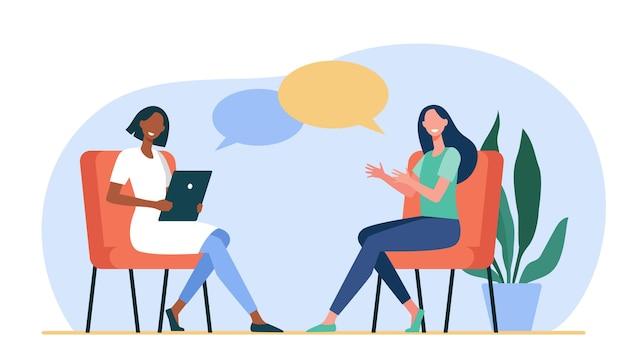 Glückliche frauen sitzen und reden miteinander. dialog, psychologe, tablette flache illustration