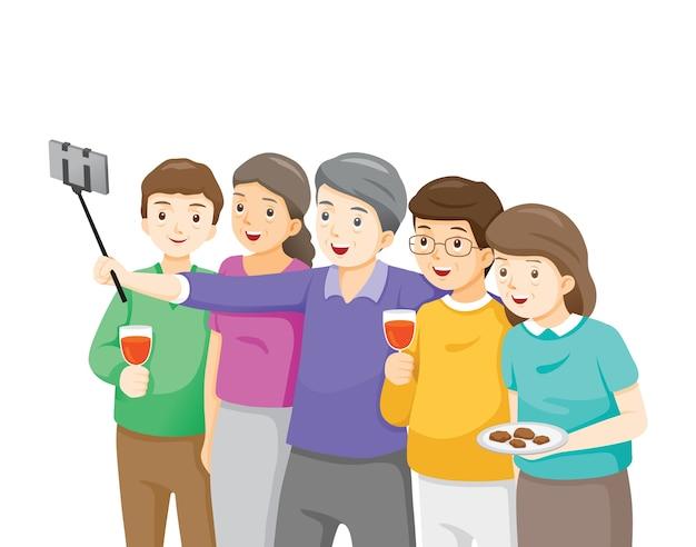 Glückliche gruppe von ältesten, die selfie nehmen