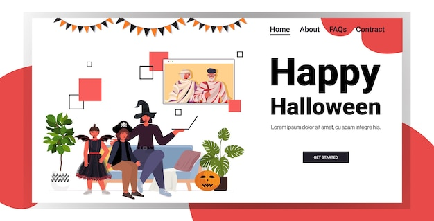 Glückliche halloween-feiertagsfeierkonzeptfamilie in kostümen, die mit großeltern während des videoanrufs diskutieren