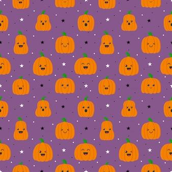 Glückliche halloween-kürbisse mit verschiedenen gesichtern nahtloses muster lokalisiert auf lila hintergrund.