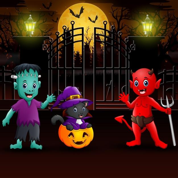 Glückliche halloween-party draußen in der nacht