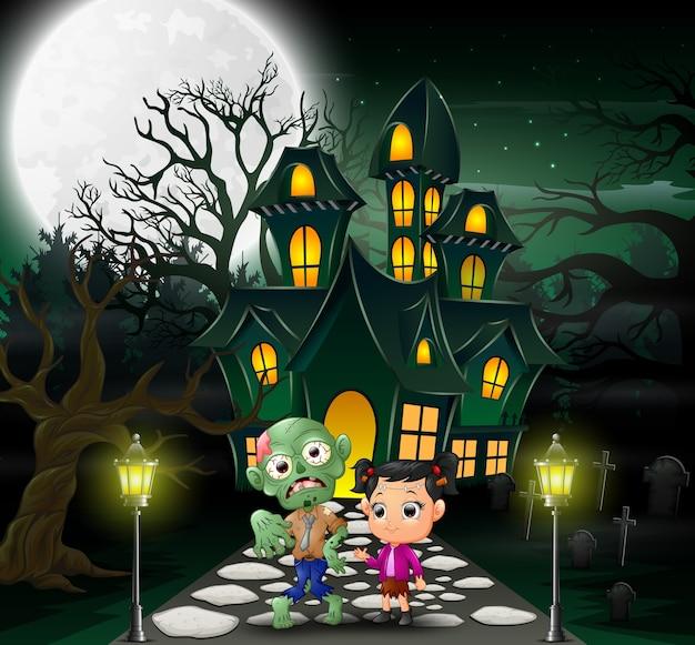 Glückliche halloween-zombie-karikatur vor dem geisterhaus
