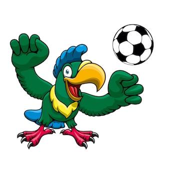 Glückliche helle papageienspieler-zeichentrickfigur mit fußball, für sportverein oder mannschaftsmaskottchenentwurf
