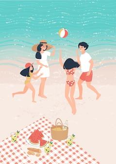 Glückliche karikaturkinder und -eltern, die ball auf dem beac auf einem picknick durch das meer spielen
