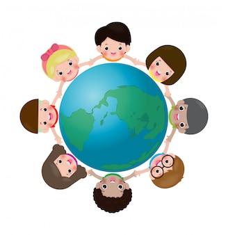 Glückliche kinder auf der ganzen welt, kinder, die hände in einem kreis auf der welt halten, multinationale freundschaft des kindes aus der ganzen erde lokalisiert auf weißer weißer hintergrundillustration